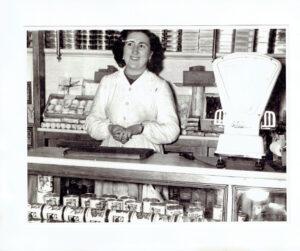 Carmen González al frente en los 40